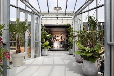 133 Residents | Central Amsterdam | Modern Designed Loft w/ Coworking