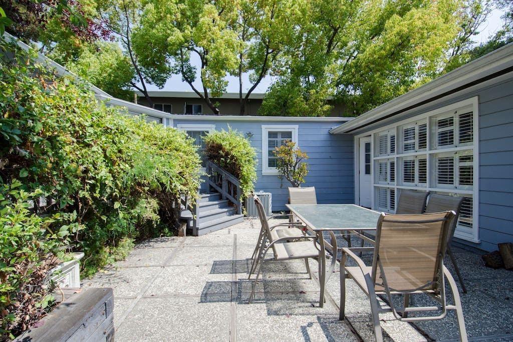 18 Residents | Roble Ave. - Menlo Park | Big Urban House - Incl. Private Garden