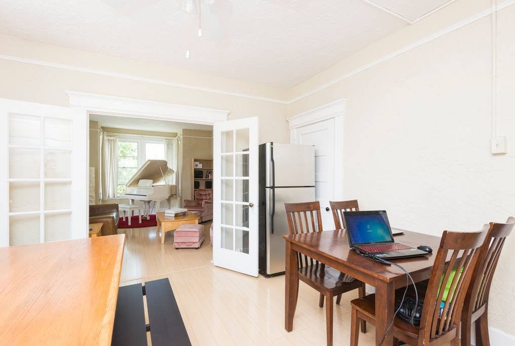 Spacious & Classic House - Incl. Workspace