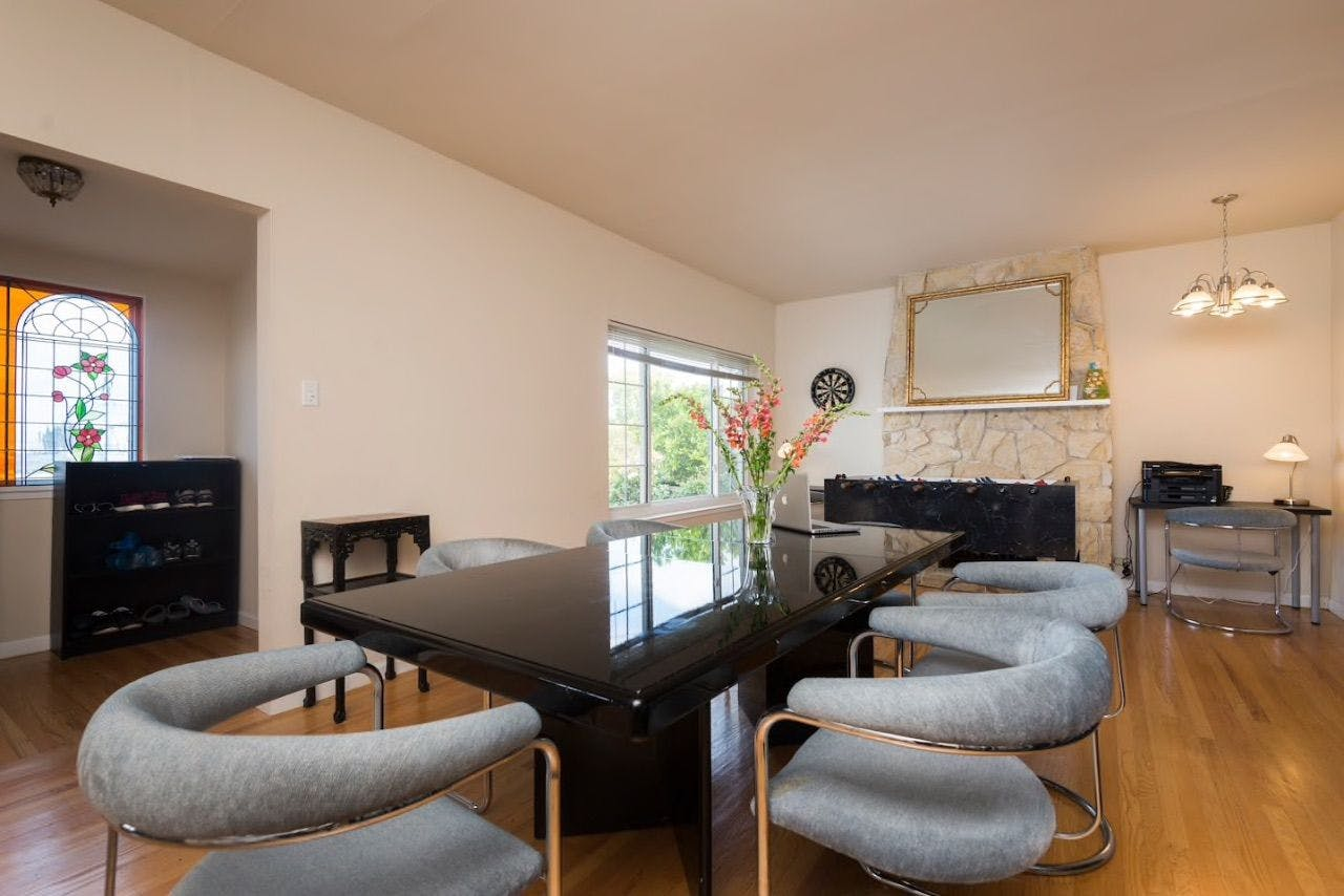 20 Residents | Magnolia Ave. - Millbrae - Close to SF Airport | Spacious House w/ Backyard