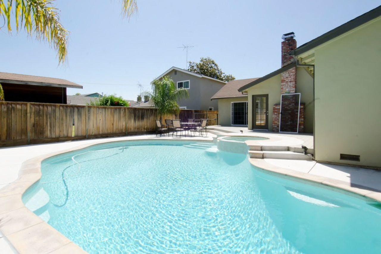 9 Residents | Barkley Ave. - Santa Clara - El Camino Real | Renovated Modern House - Incl. Pool + Spa