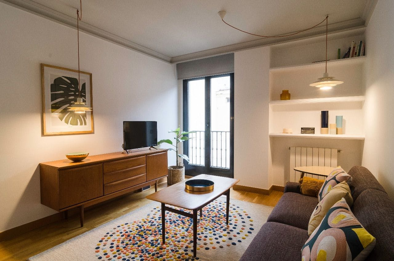 3 Residents   Calle de San Marcos - Justicia   Elegant Apartment w/ Pool and Coworking