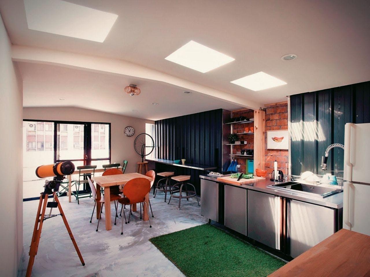 25 Residents | Dongmen | Renovated Spacious Modern Apt. w/ Workspace + Rooftop Deck