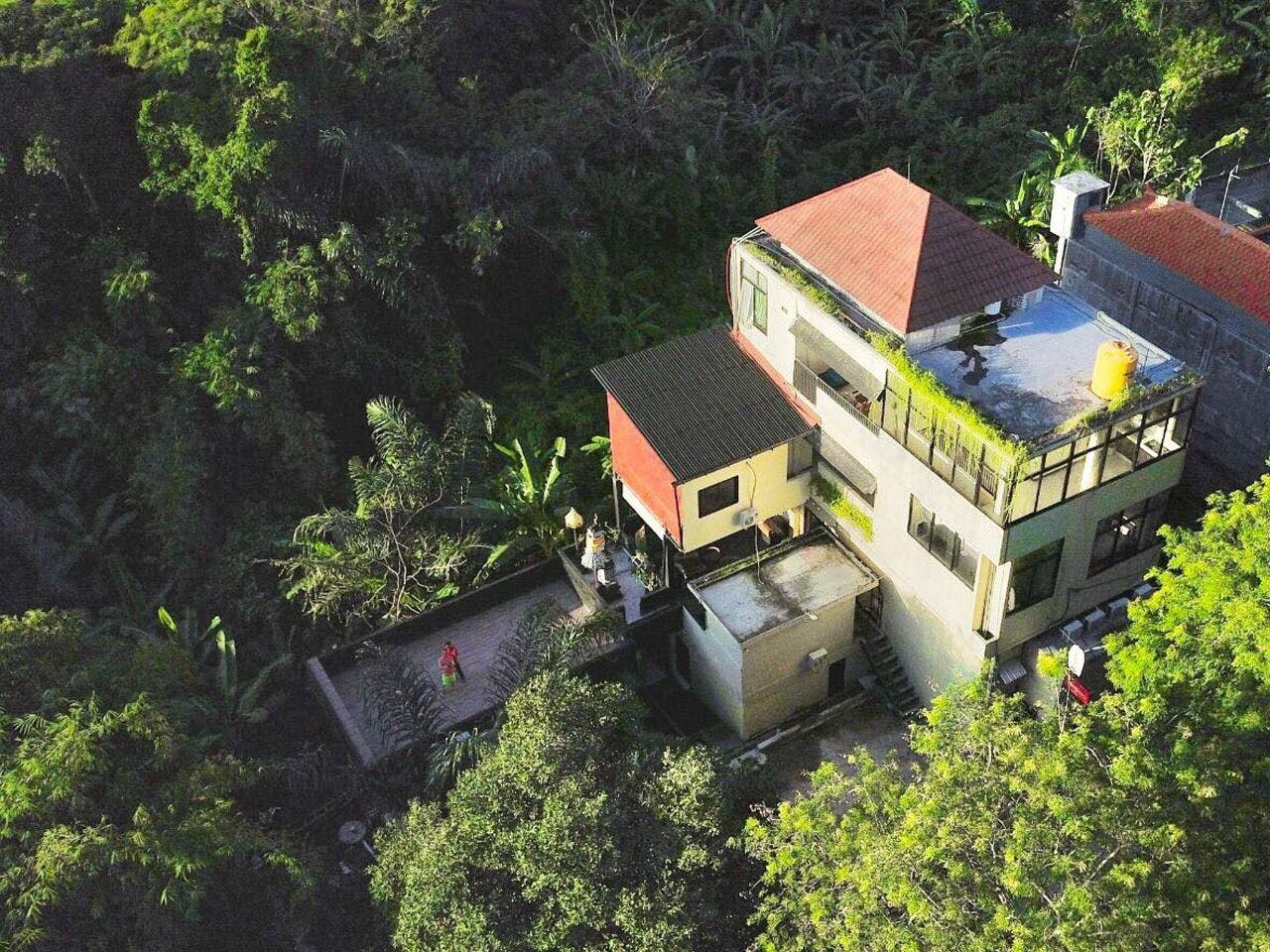Exotic Jungle Villa  w/ Coworking + Rooftop Deck