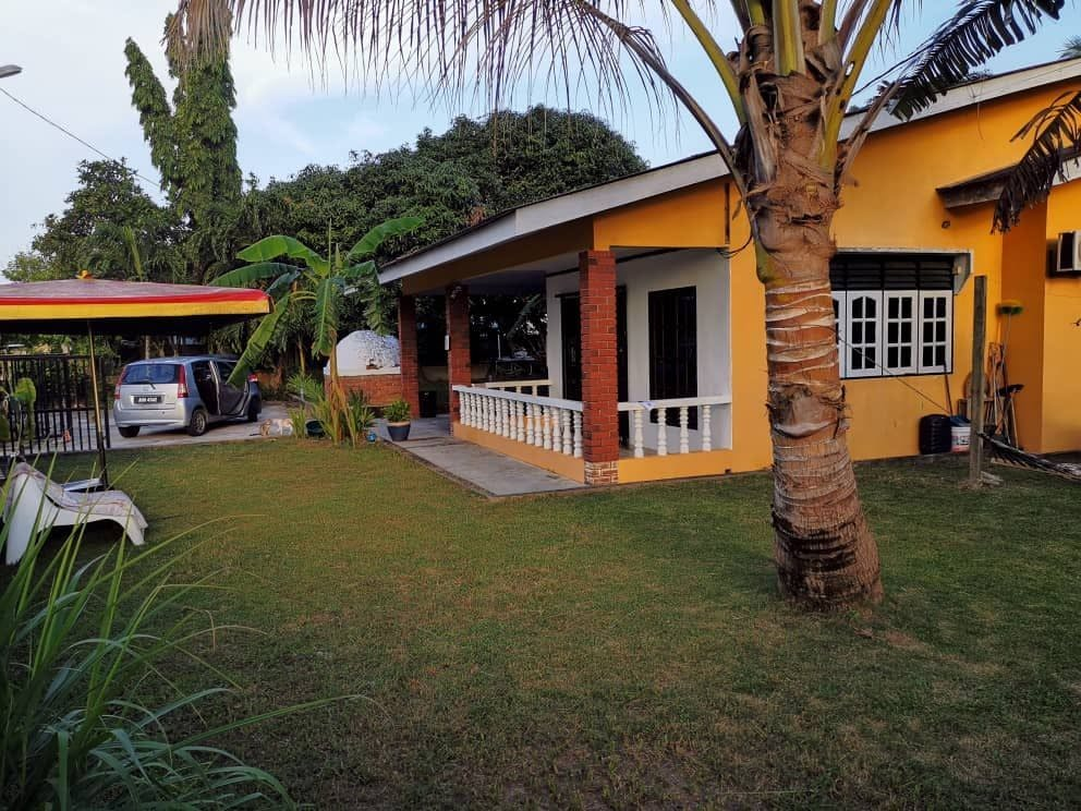 10 Residents | Langkawi - Next to the Beach | Spacious Rural House  w/ Workspace