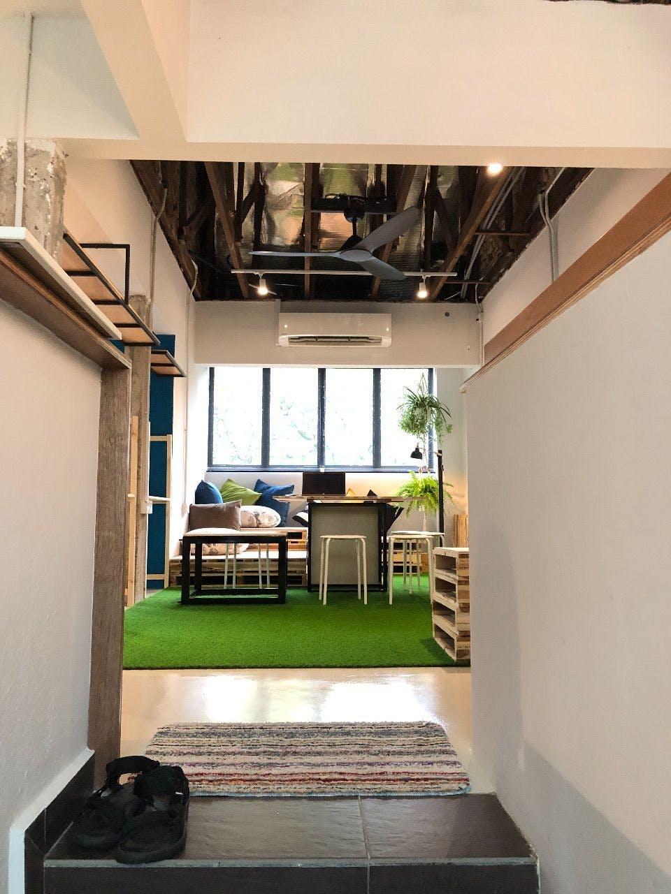 Modern Urban Styled Apt. w/ Workspace