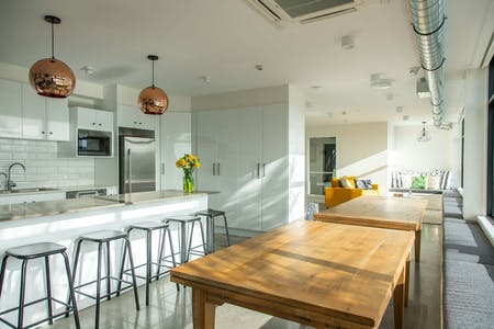 21 Residents | Central Auckland | Modern Spacious Styled Apt. - Incl. Table Tennis + Movie Room