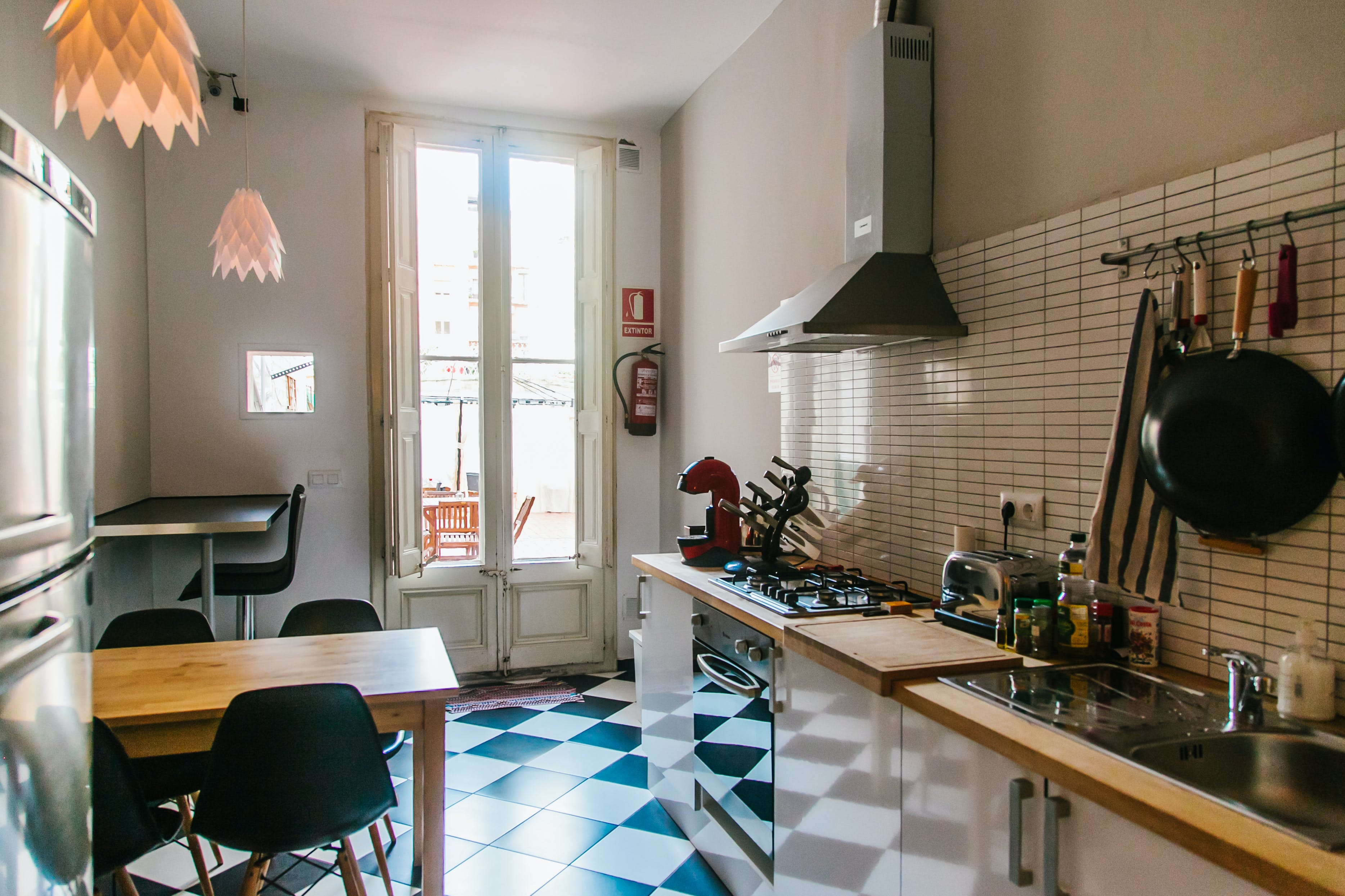 11 Residents | El Poble Sec | Antique Renovated House - Incl. Coworking + Relaxed Rooftop Deck