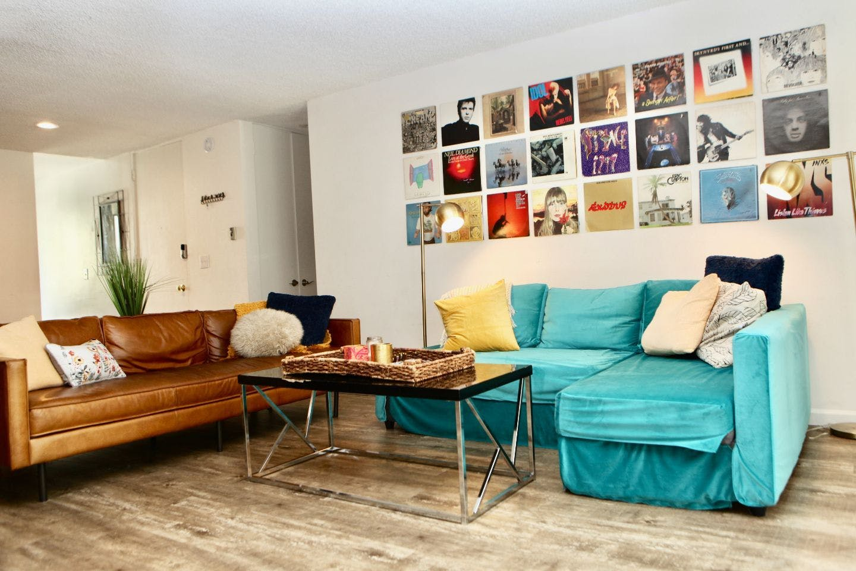 6 Residents | North Beachwood DR - Beachwood - Near  Hollywood Blvd. | Nice Urban Apt. - Incl. Terrace