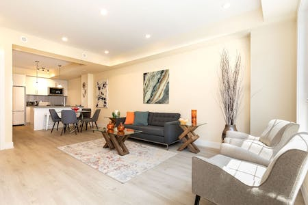 Overlook Trendy Townhouse - Incl. Private Terrace Deck
