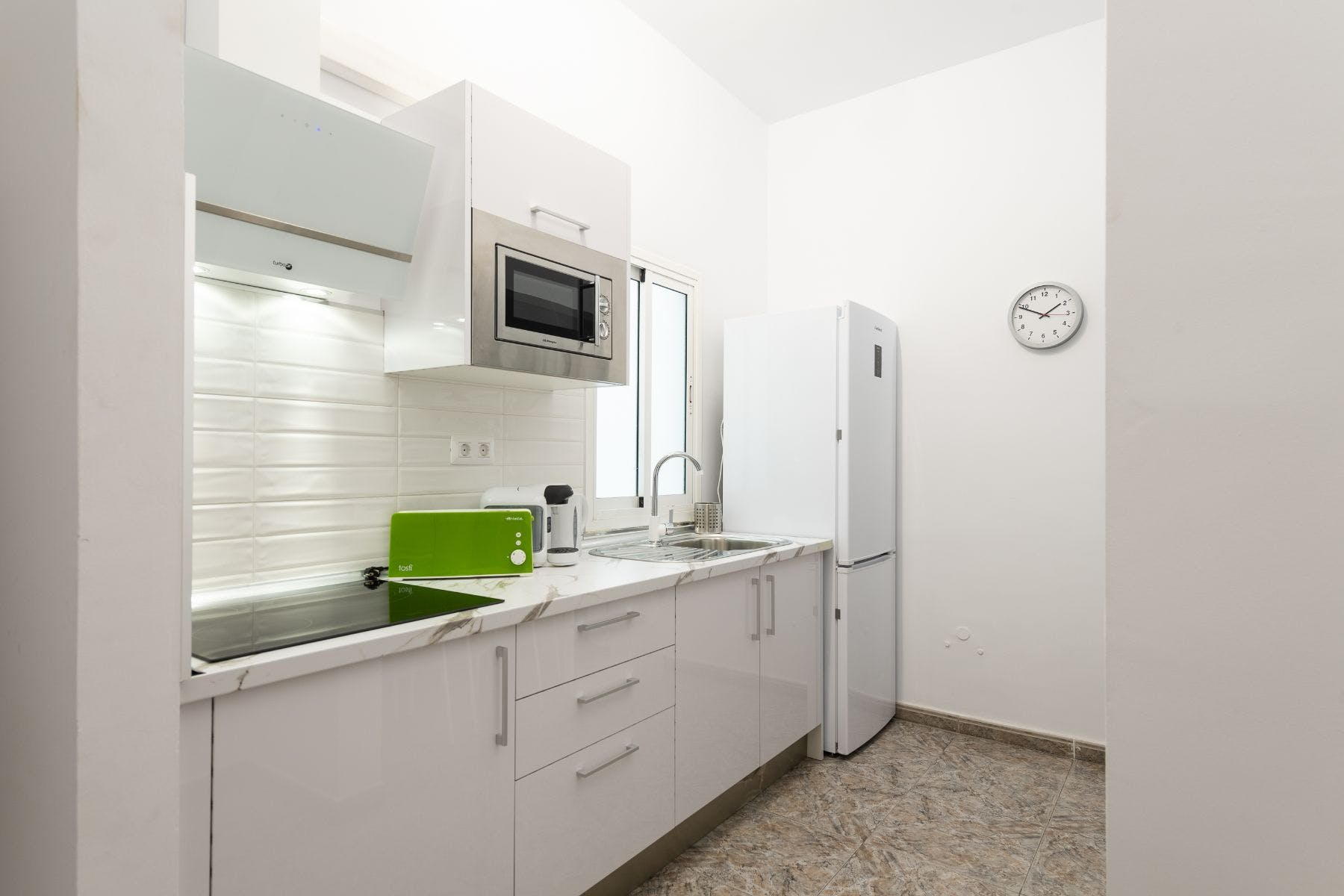 Relaxed Modern Apt. - Incl. Coworking + Rooftop Deck