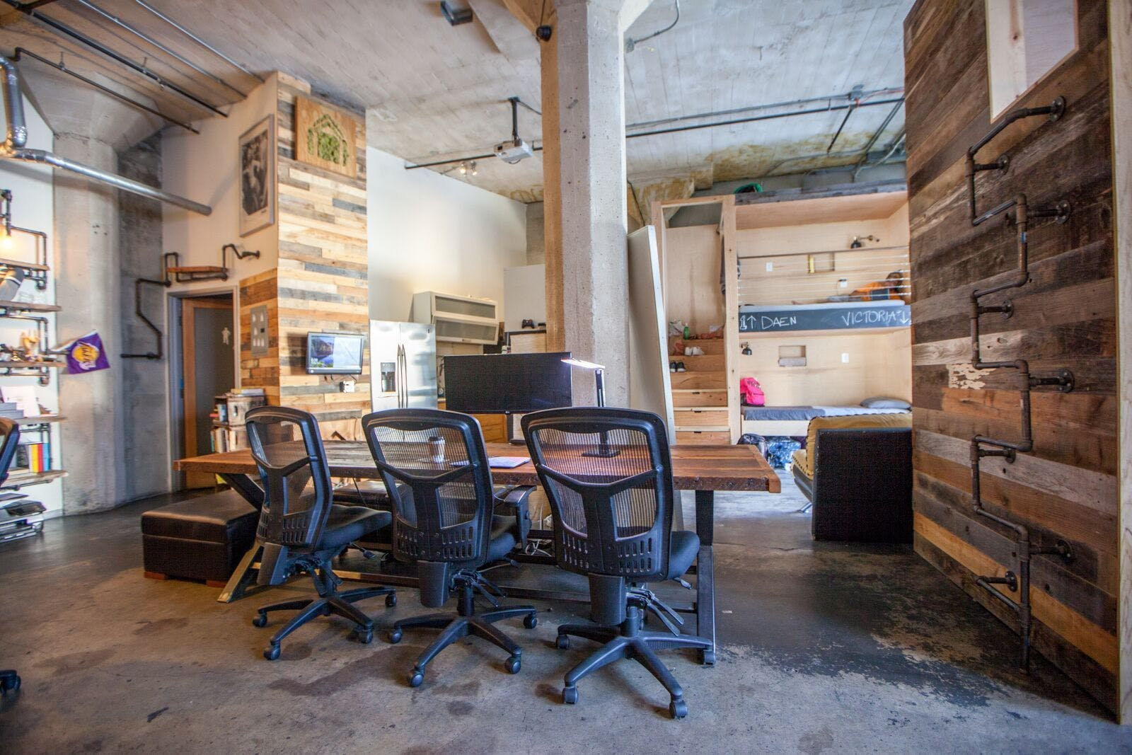 7 Residents | Cosmo St - Hollywood, Off the Walk of Fame | Pods with TV + Coworking