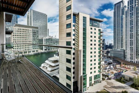 27 Residents | Canary Wharf - 10 min Ride to Central London | Luxury Highrise Apt. - Incl. Gym + Pool + Terrace