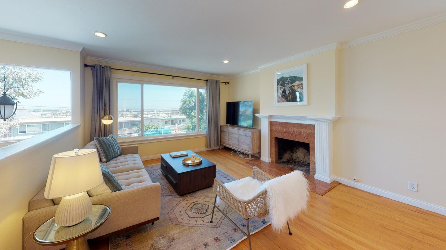 5 Residents | King St.- Belmont | Beautiful Modern House. w/ Outdoor Area + BBQ