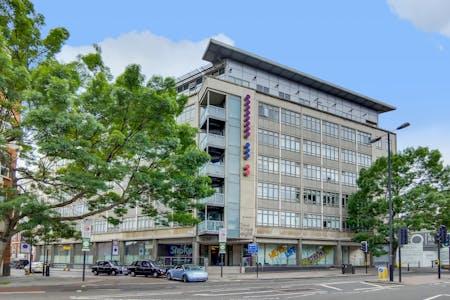 12 Residents | City RD - Central London | Elegant Hig-Rise Apt. w/ Gym + Terrace