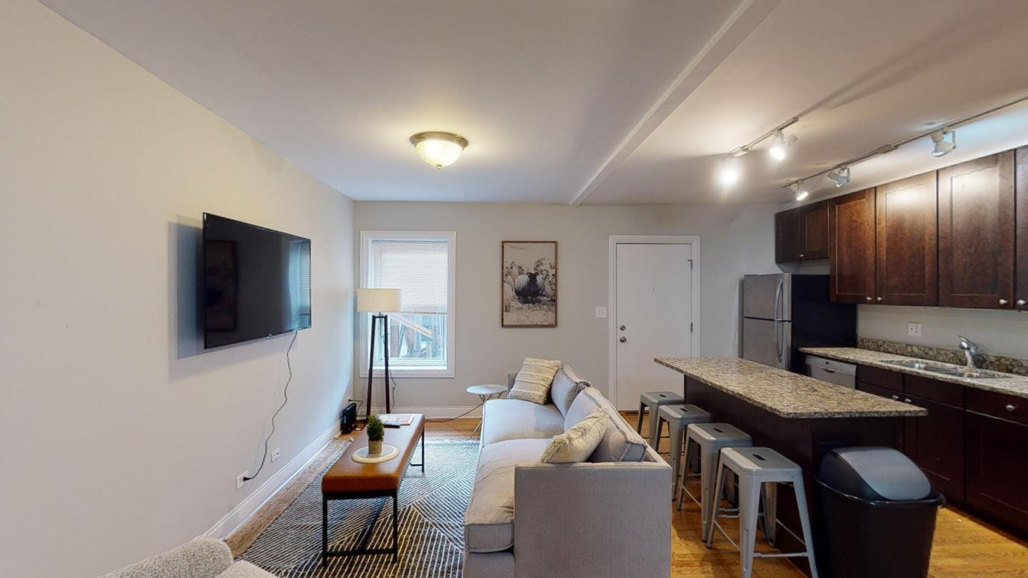4 Residents | Lincoln Park | Stunning Renovated Apt. w/ Workspace