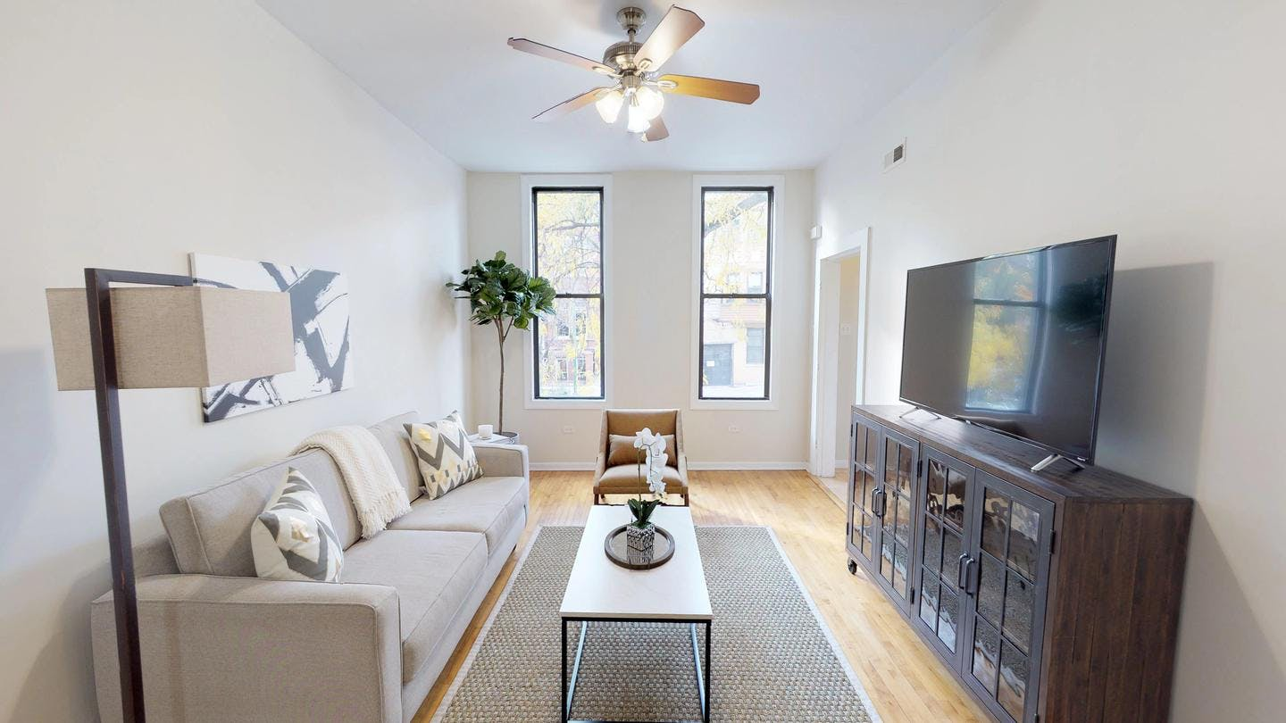 Renovated Casual Apt. w/ Outdoors Areas