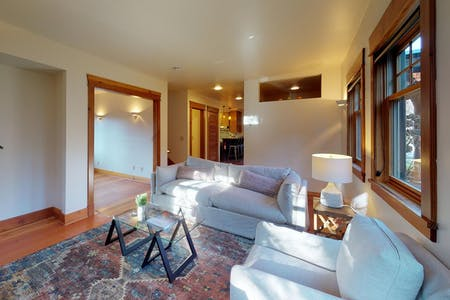 5 Residents   Madison Valley   Comfortable Wooden House w/ Terrace + Outdoor Areas