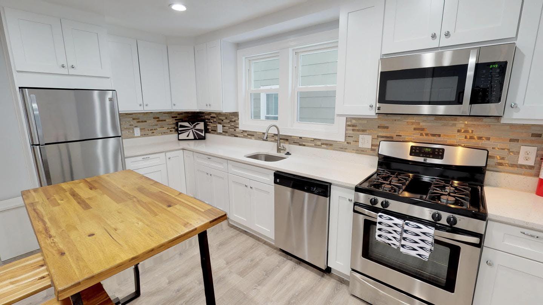 4 Residents | Stedman Street - Stonybrook | Modern Renovated Home w/ Backyard