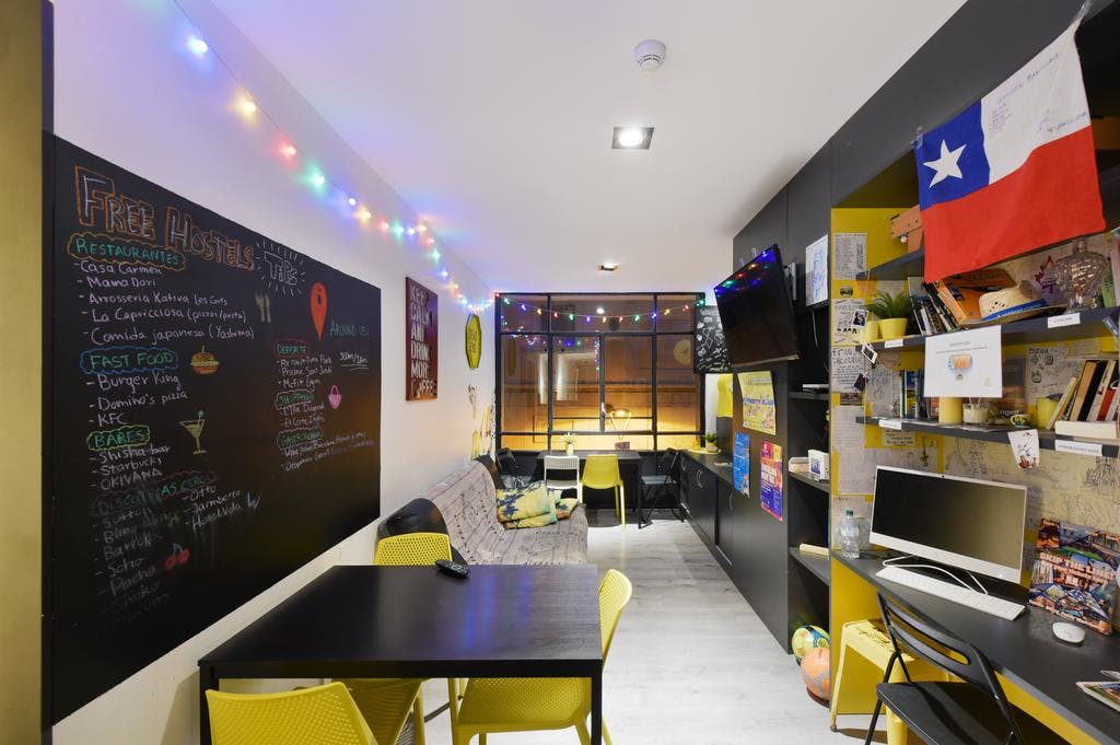 48 Residents | Eixample - Central Barcelona | Vibrant Trendy Complex - Incl. Coworking