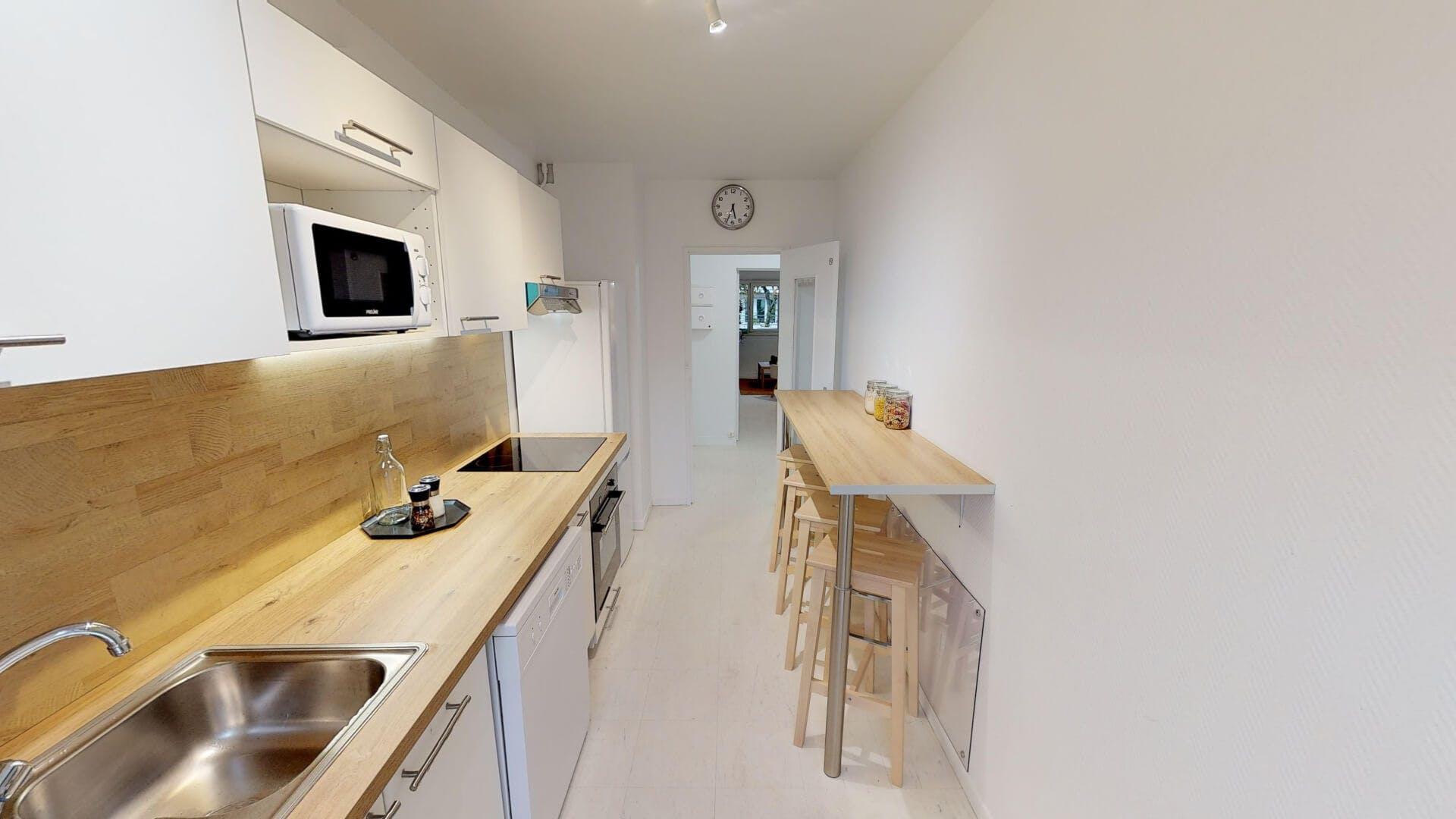 3 Residents | Clichy | Quiet Convenient Apt.