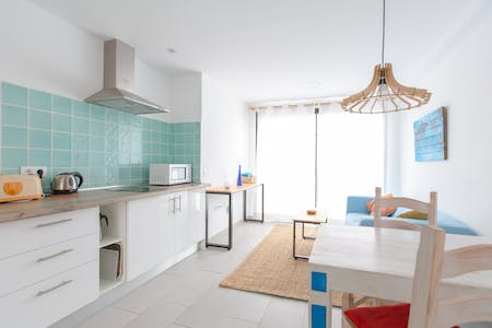 18 Residents | Corralejo | Classic Canarian Beach House - Incl. Coworking + Rooftop Deck w/ Jacuzzi.
