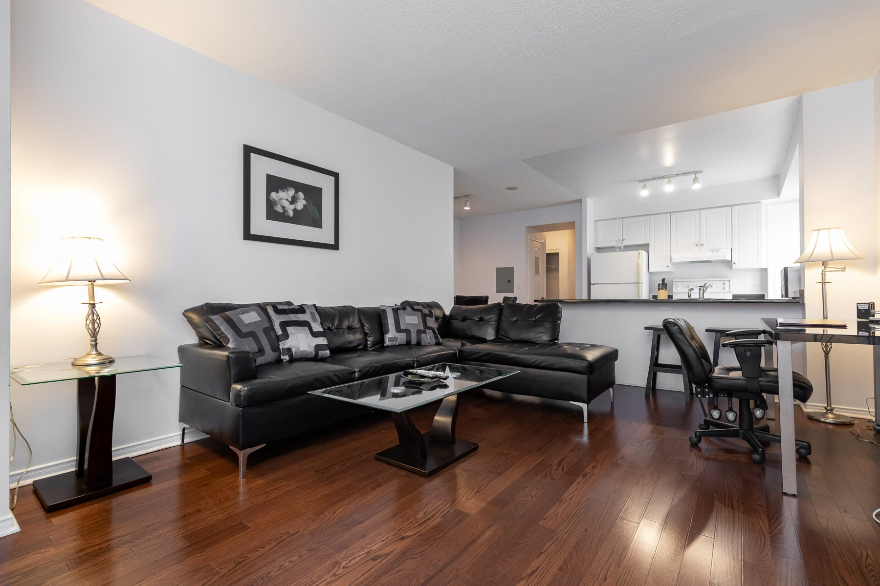 3 Residents | Entertainment District | Luxury Apt. Overlooking the City w/ Theather + Pool