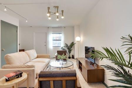5 Residents | Logan Circle | Modern Comfy Apt