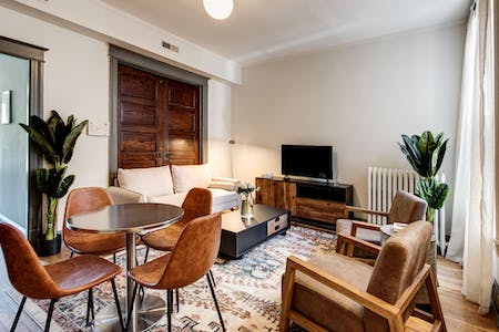 4 Residents | Capitol Hill | Victorian Renovated Townhouse