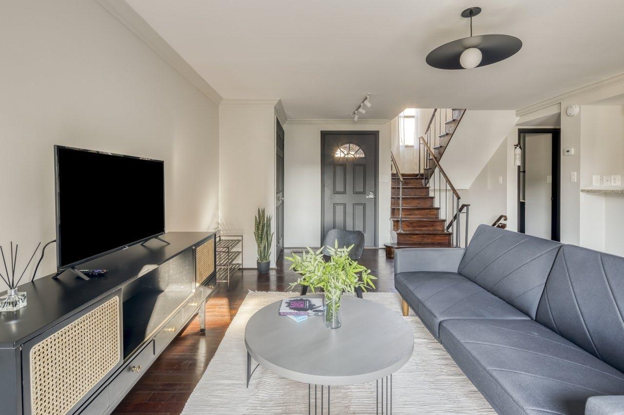 5 Residents   H Street Corridor   Charming Urban House