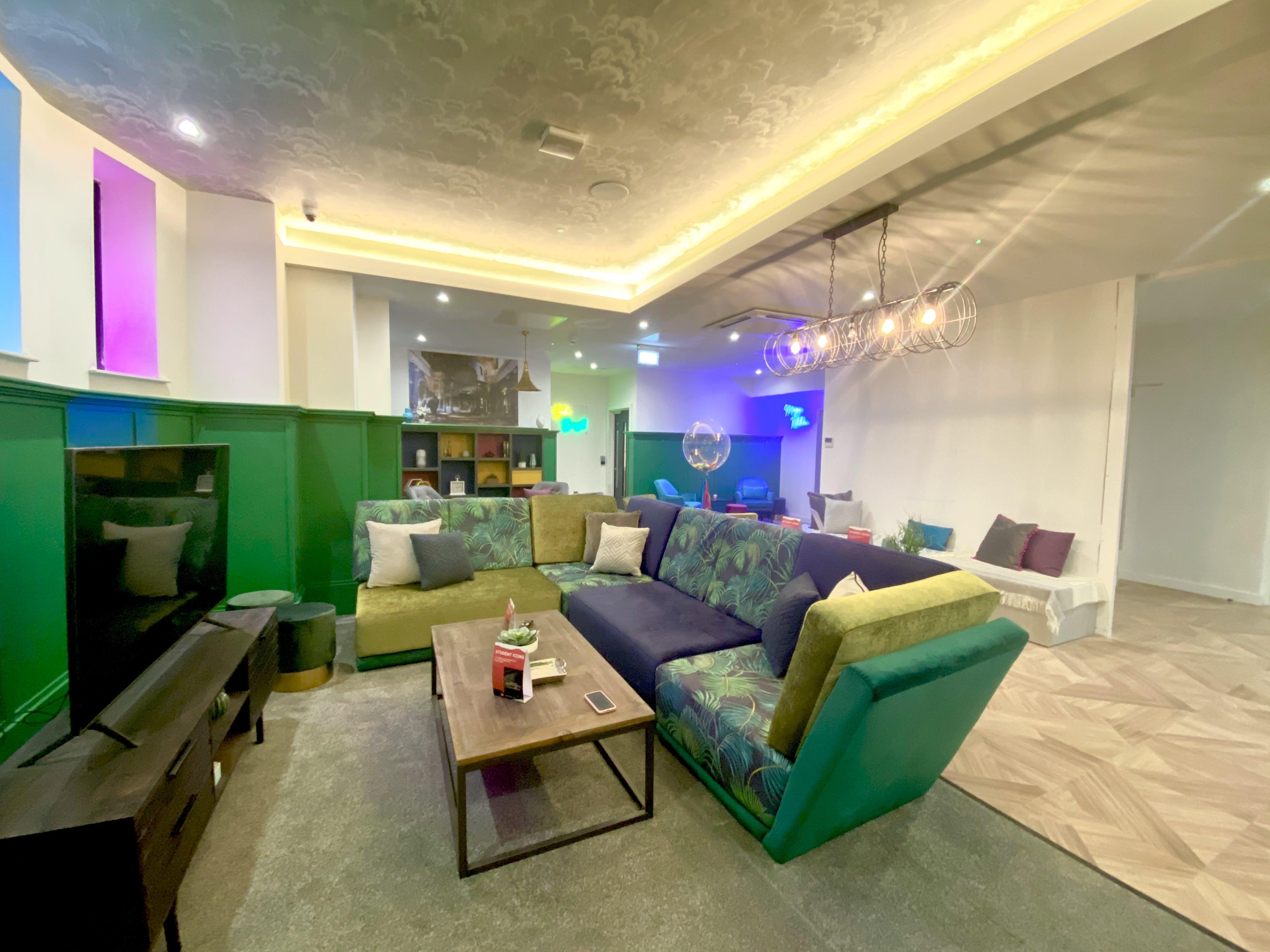 Upscale Residence w/ Coworking + Cinema Room + Gym