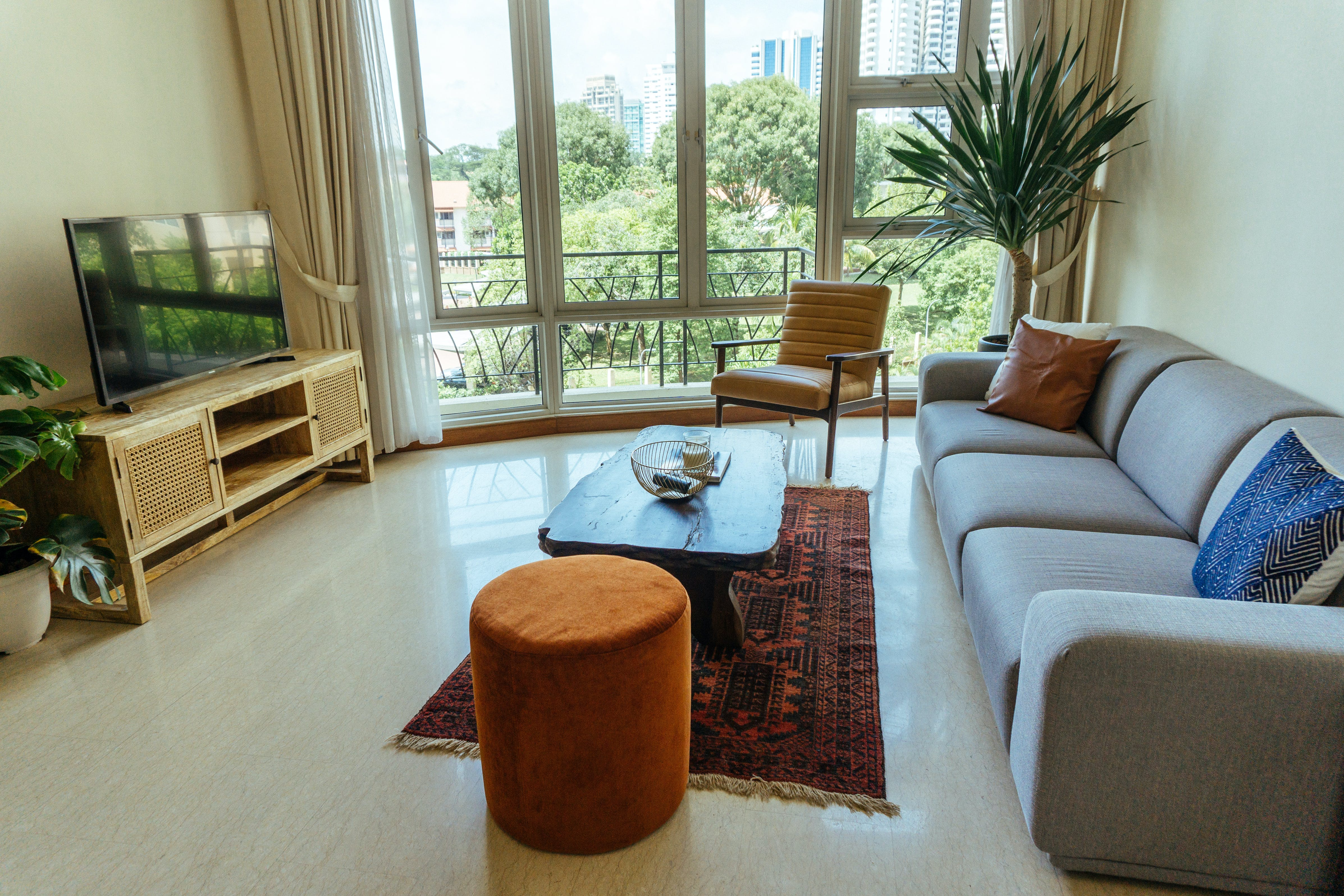 4 Residents   River Valley - Tiong Bahru   Well-Lit Vibrant  Apt. w/ Pool + Gym