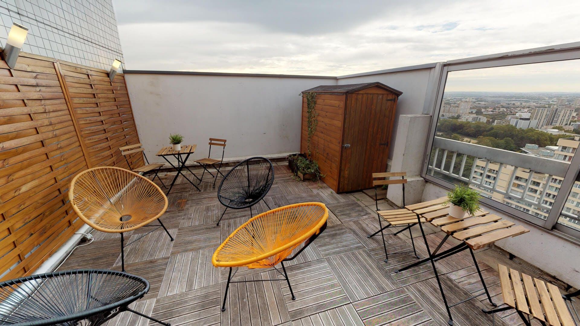 5 Residents   Nanterre   Stunning  Stylish Apt. w/ Rooftop Deck
