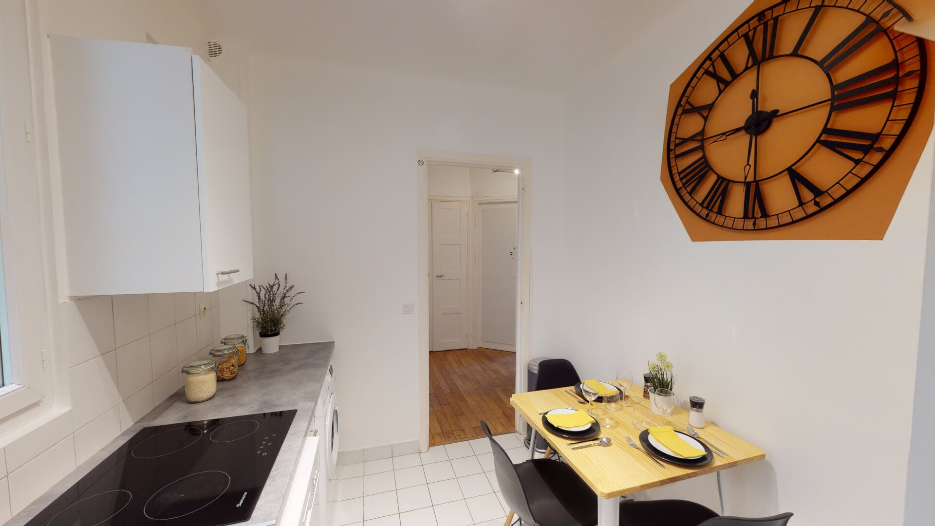 3 Residents   Masséna   Cosy Styled Apt - Incl. Workspace