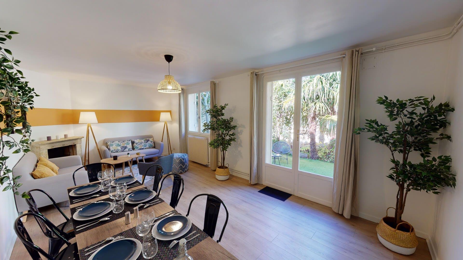 9 Residents   Saint Seurin - Fondaudège   Sunny Oversized House - Incl. Garden Deck