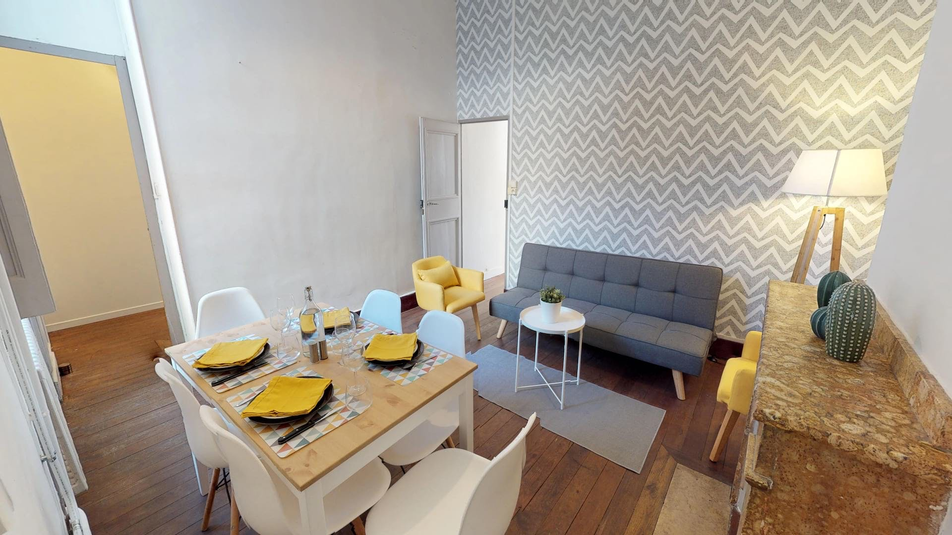 5 Residents | Carmes | Urban Styled Apt.- Incl. Workspace