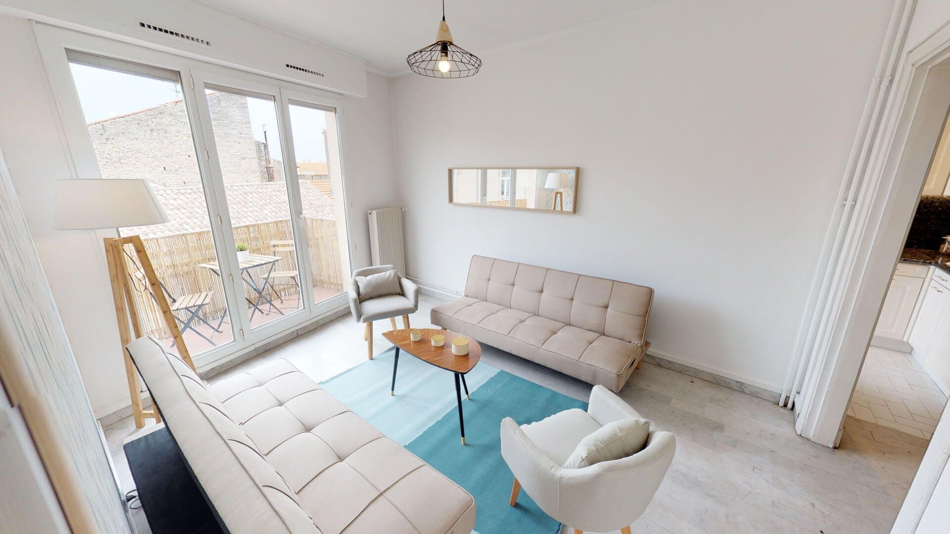 4 Residents   Gares   Radiant Modern Apt. - Incl. Terrace