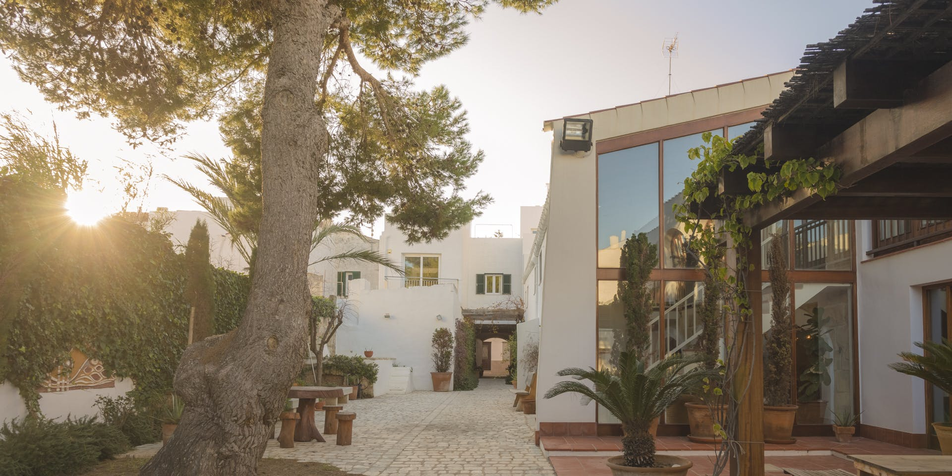 12 Residents   Menorca   Stunning Villa - Incl. Coworking + Lounge Areas