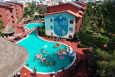 47 Residents   Punta Cancun   Luxurious Traditional Complex w/ Outdoor Pool + Coworking