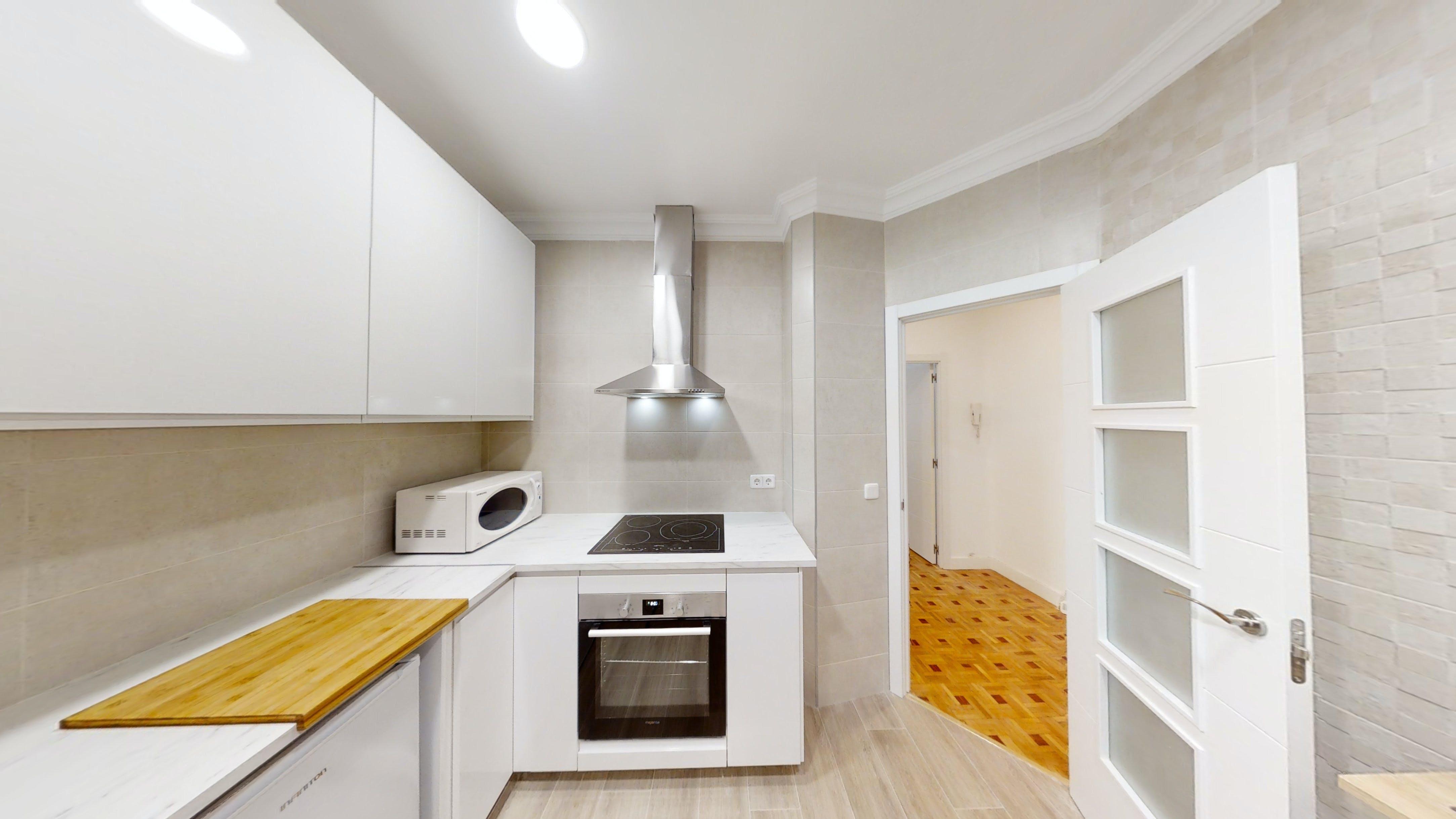 7 Residents | La Guindalera | Cozy Spacious Apt. w/ Workspace