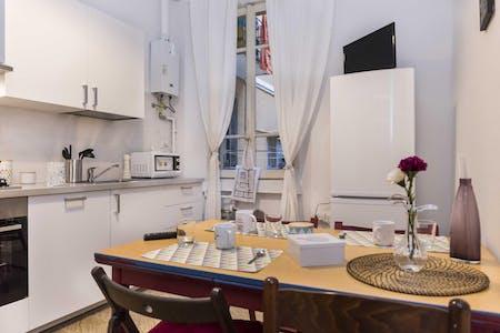 3 Residents | Città Studi | Spacious Traditional Apt.