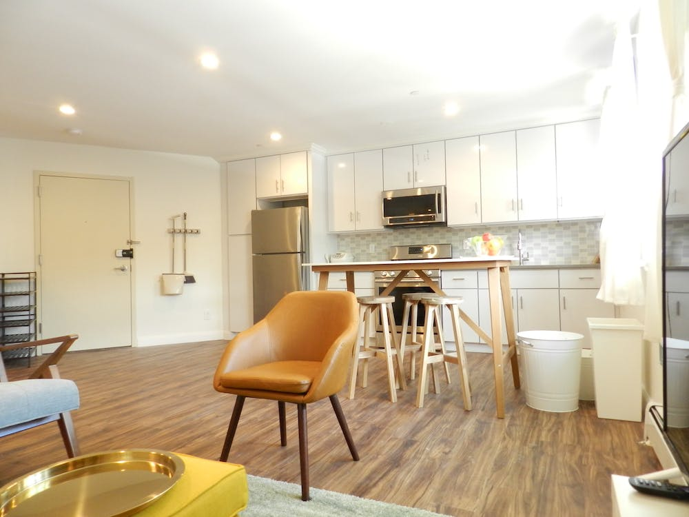 5 Residents |  Woodside | Gorgeous Styled Apt. w/ Workspace