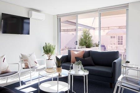 Sunny & Modern Studio w/ Rooftop + Courtyard BBQ