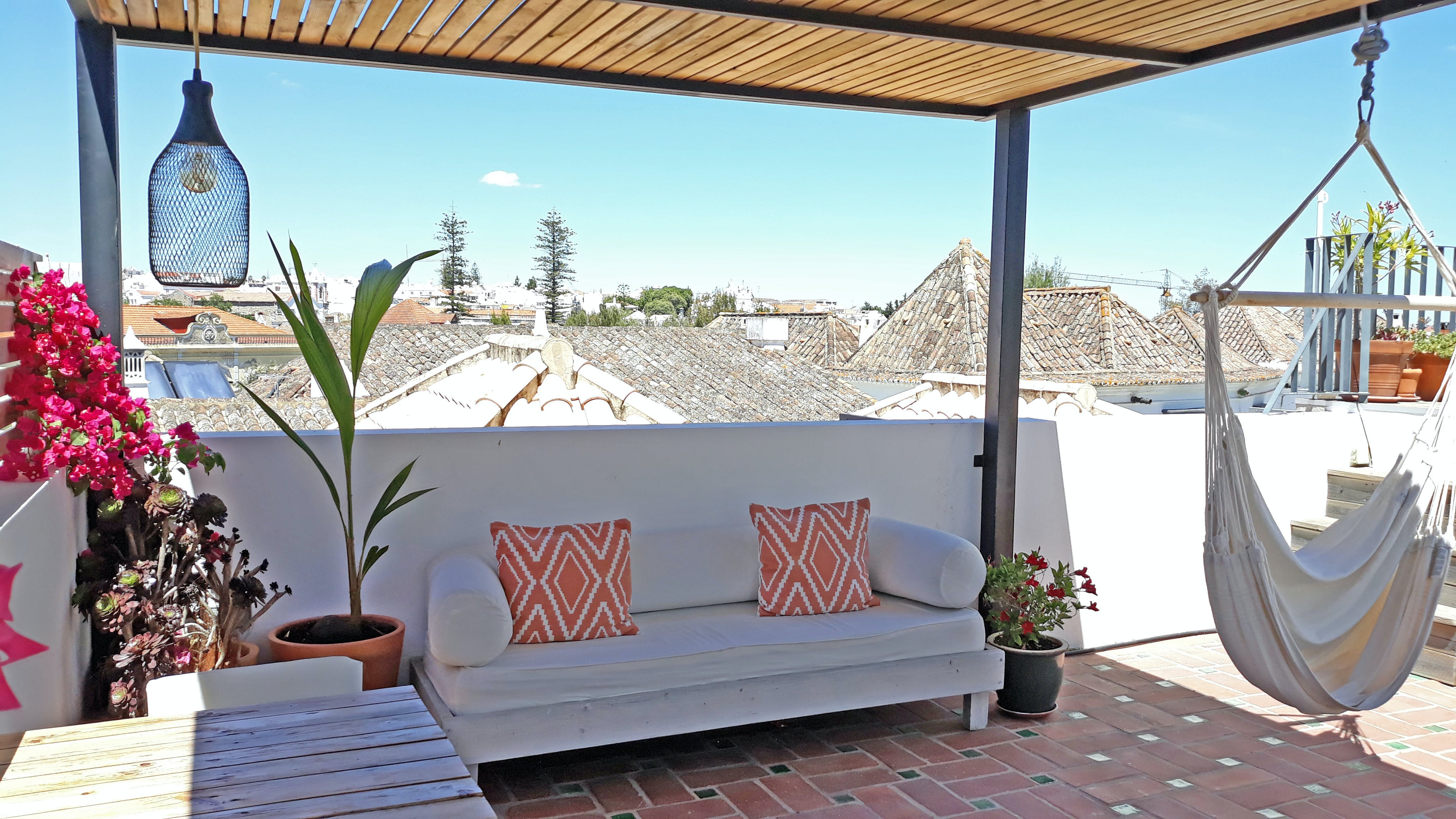 12 Residents | Historic Centre | Traditional Sunny House w/ Rooftop Deck
