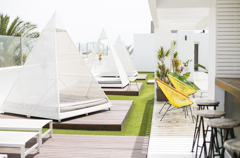 3 Residents | Charco De Bristol | Comfy Modern Apt. w/ Coworking + Pool + Terrace Deck