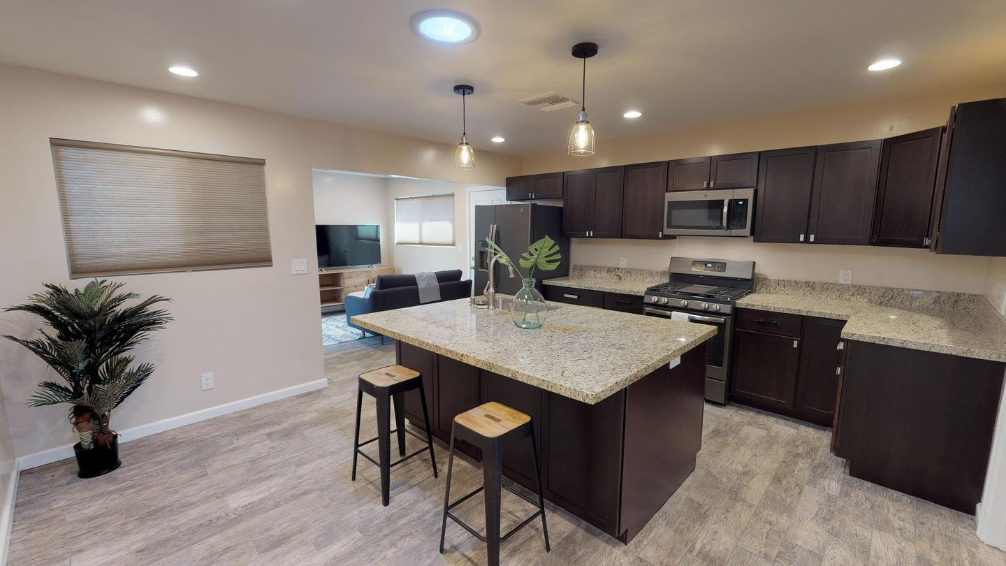 4 Residents | Point Loma Heights | Modern Renovated House w/ Backyard