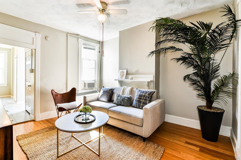 4 Residents | Navy Yard | Stunning Vibrant House w/ Backyard