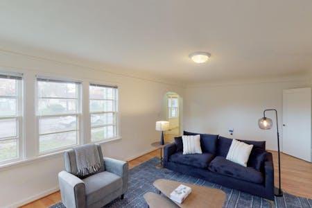 6 Residents | Overlook | Stylish Bright House w/ Backyard