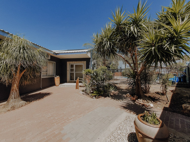 13 Residents   Eros   Rural Stylish  House w/ Pool + Desert Views