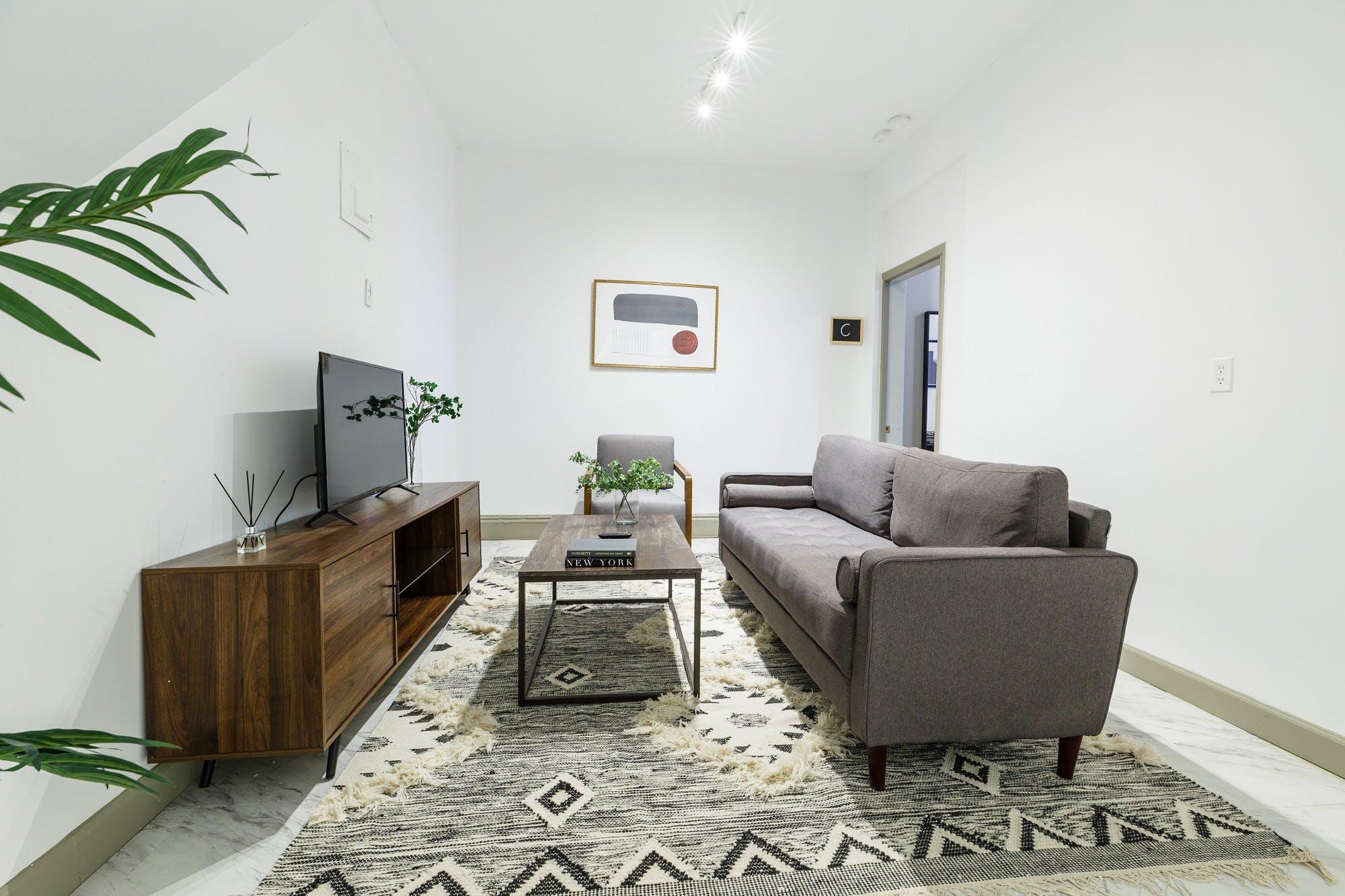 8 Residents | 9th Ave - Manhattan | Bright Comfortable Apt.